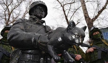 «Вежливый зоофил»: соцсети отреагировали на открытие памятника российским агрессорам