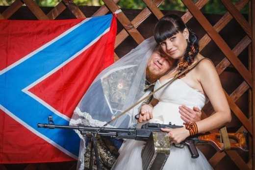 Фейсем об тейбл: Празднование Дня Победы в Донецке закончилось разбитым лицом жены Моторолы
