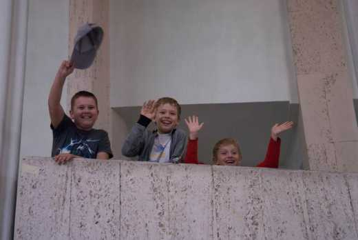 Духовно! В РФ второклассники закидали камнями 77-летнего мужчину