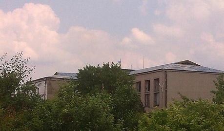 Вопрос снят! Над Марьинкой развивается украинский флаг ФОТОФАКТ