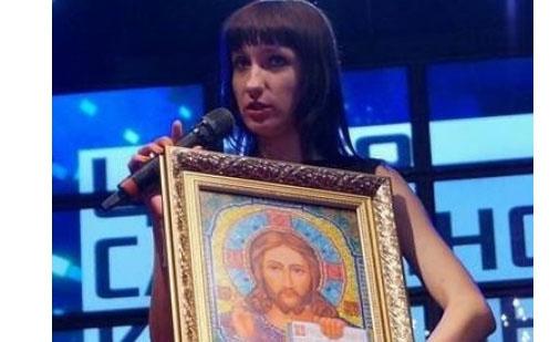 В купальнике с иконой в руках: В оккупированном Донецке провели отборочный этап на конкурс «Донецкая красавица 2015»