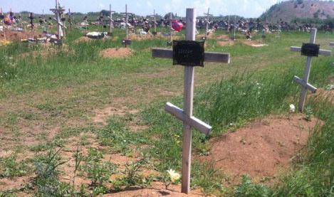 Свежак на кладбище Донецка — Ряды новых безымянных могил!
