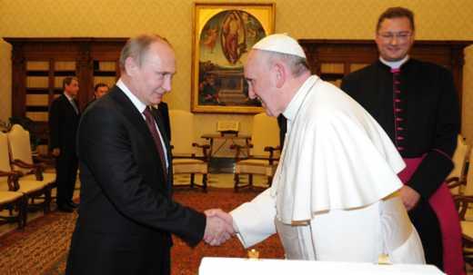 Банк Ватикана отмывает деньги Путина на Западе — сотрудник ФСБ