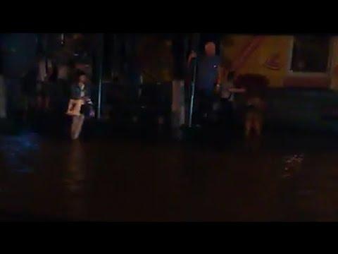 «Путин введи водолазов»: в затопленном Воронеже пьяный тонет прямо на остановке ВИДЕО