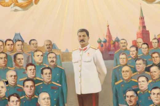 Икона с изображением Сталина путешевствует по России. (фото)