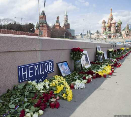 В России  продолжают чтить память Немцова