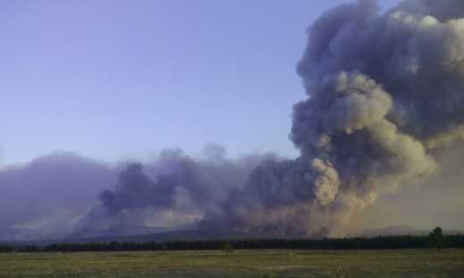 Военные учения российских лузеров: горит 200 га леса и минус БМД (фото)