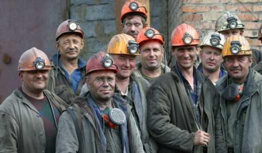 """Главари """"ЛНР"""" заставляют шахтеров воевать или работать бесплатно"""