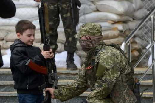Путлерюгенд или пионеры-герои? Наблюдатели ОБСЕ заметили детей с оружием на блокпостах ДНР.