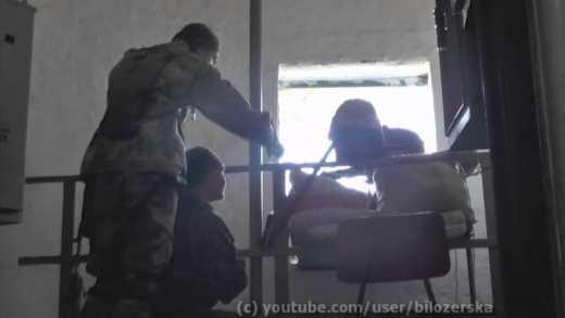 """Бойцы ДУК """"Правый сектор"""" прикрывают своих с АГС и дразнят вражеского снайпера (ВИДЕО)"""