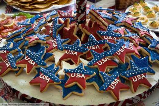 Русским холопам США враг, а нам боярам «печеньки госдепа» духовные скрепы укрепляют ФОТО