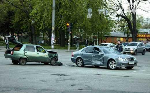 И как не раз бывало в далёком сорок третьем, Немецкая машина скатилась под откос.