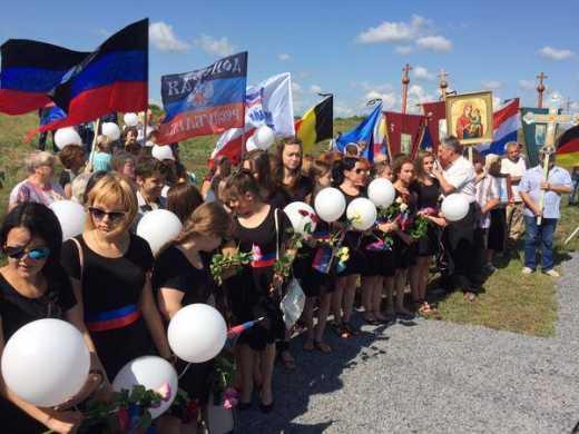 Ценности «русского мира» — мародерствовать сразу после катастрофы, а через год отпевать погибших