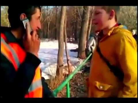 «Антифашистская Россия»: группа малолетних россиян издевается над работниками из Таджикистана ВИДЕО