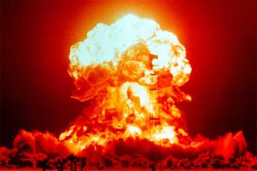 США успешно испытали сверхновую ядерную бомбу