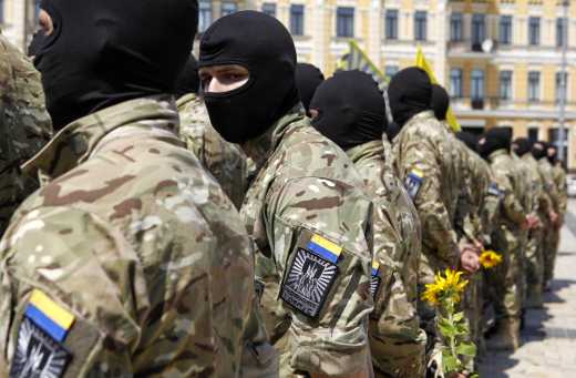 """АЗОВ готов вмешаться в конфликт в Мукачево и поддерживает сторону """"Правого Сектора"""""""