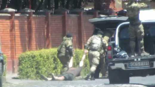 Народный депутат от БПП Мустафа Найем опубликовал оперативное видео перестрелки в Мукачево.