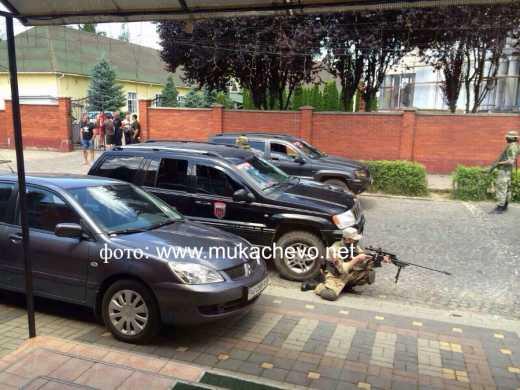 Мукачево – начало того чего так боится власть? К месту перестрелки сходятся бойцы добровольческих батальонов