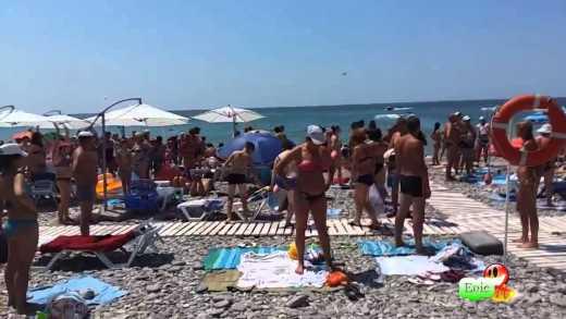 Жесть! На пляже в Сочи каждые 20 минут  крутят гимн РФ  (ВИДЕО)