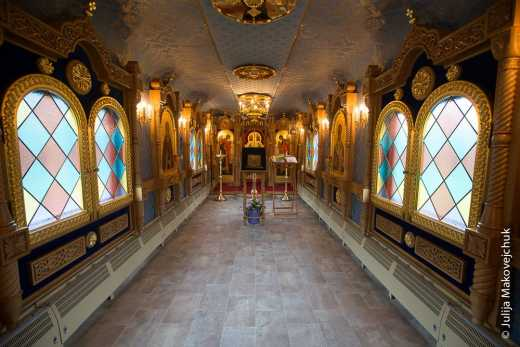 Патриарх Кирилл подарил В.Путину передвижной бронепоезд-келью состоящий из 20 вагонов.