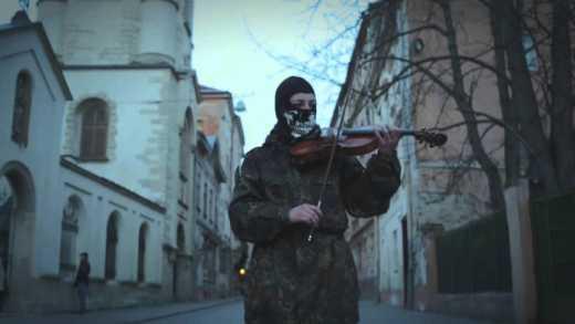 """""""Thunderstruck"""" на скрипці у виконанні львів'янки з """"Правого сектору"""""""