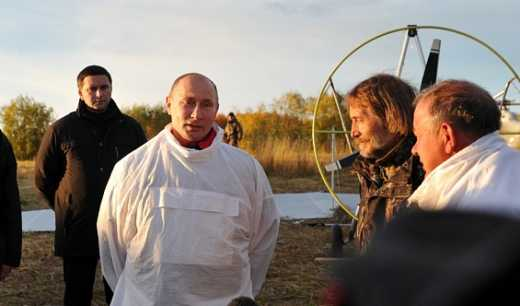Кто такой Путин? Президент или стриптизер-затейник?
