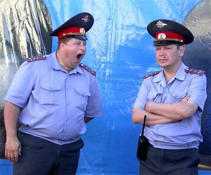 Российские полицаи надавали по щам ватастопольцам (видео)
