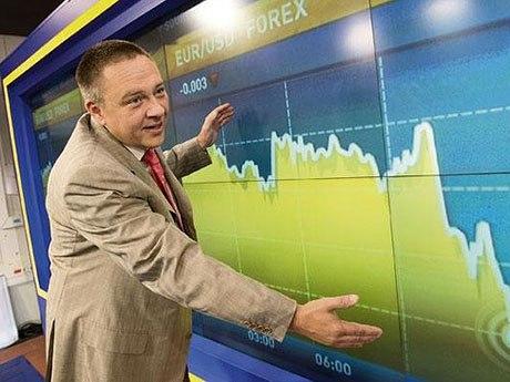 «Мой прогноз остается в силе: 135 рублей за доллар», — российский экономист