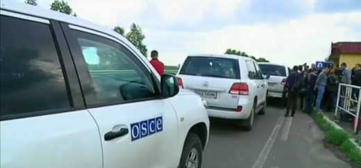 """""""Мирные"""" донецкие люди спалили машины ОБСЕ, чтоб те не смогли фиксировать кто стреляет по Донецку"""