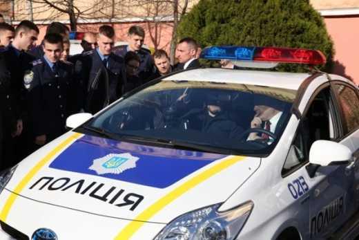 Соцсети взорвало видео беспредела новой полиции хунты (видео)