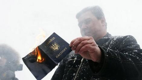 Карма «Ватника»: Украинский паспорт сжег, а русский не получил, теперь ждет депортации из Крыма