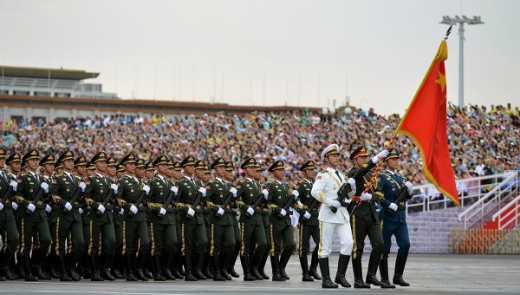 Путинские вояки гордо прошли по Пекину под белыми флагами