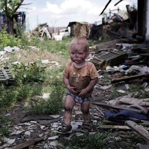 """Ребенок — жертва """"зверств украинцев"""" — оказался загримированным для видеоклипа"""