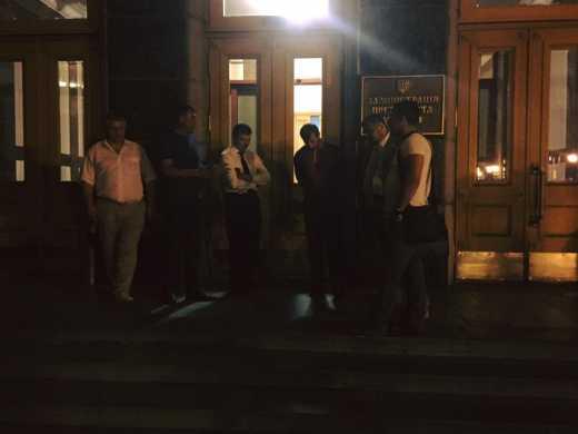 Озорник Ляшко со своими друзьями пытался ночью попасть на приватную вечеринку к Порошенко