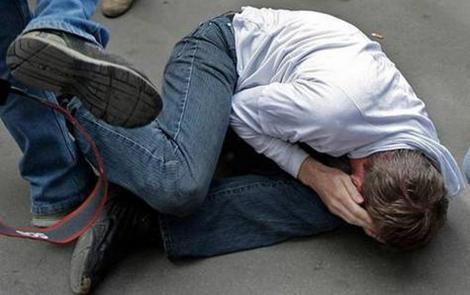 Наваляли и сказали валить в Ватостополь: В Симферополе избили ватника, за критику украинцев