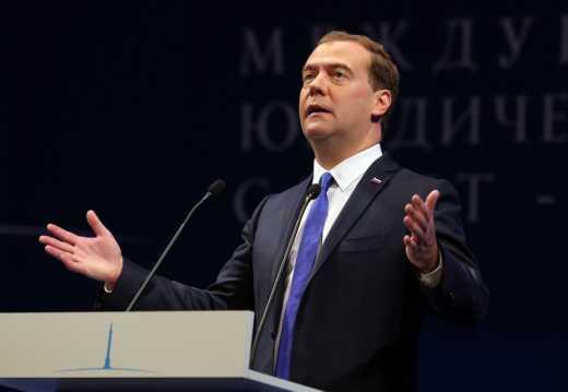 В России пропал премьер Медведев и его жена