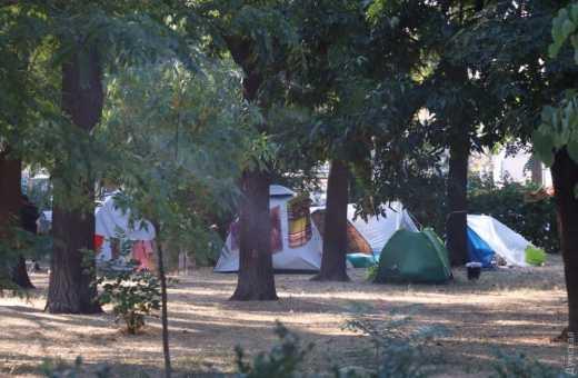 В Одессе в зеленой зоне возле Куликова поля появился палаточный городок