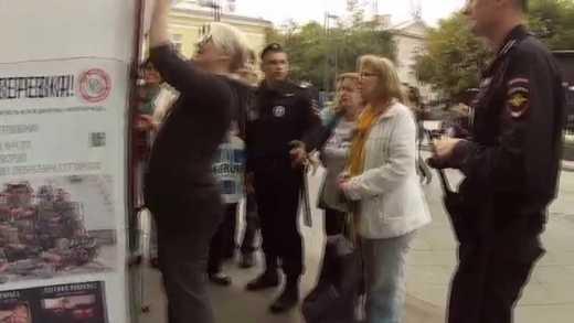 """""""Это терроризм! Это просто фашизм!"""" – москвичи сдали полиции вербовщицу наемников на войну в Украине (видео)"""