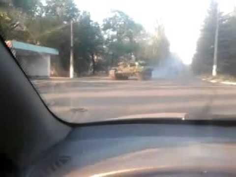 Террористы в панике – Горловку покинули танки их российских подельников (видео)