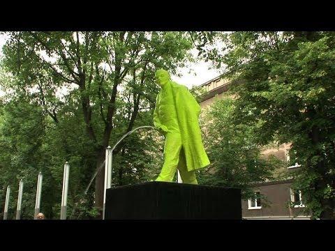 В Польше поставили памятник писающему Ленину