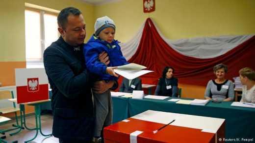 День виборів: паралельно з місцевими виборами в Україні у Польщі обирають парламент
