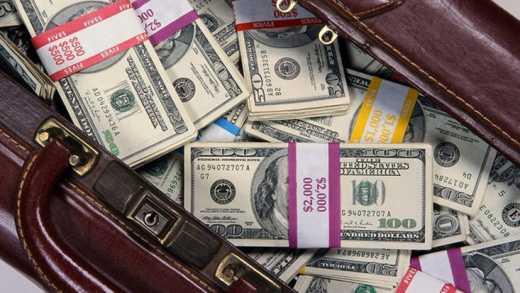 В ожидании краха, российские чиновники начали брать крупные кредиты в банках, — блогер