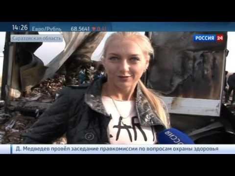 «Неделю уже все пьянствуют. Участковый исчез», — возле российского села в Саратовской области перевернулась фура с водкой