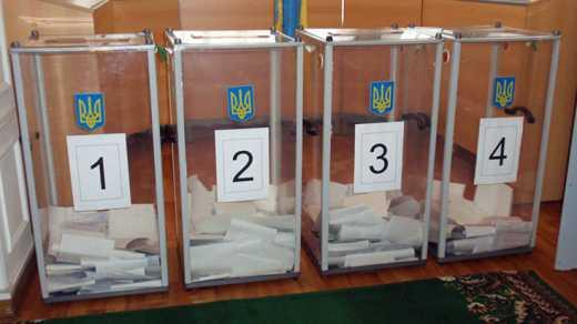 Бабульки пришли на выборы с паспортами СССР