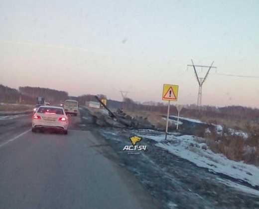 Під Новосибірськом у багнюці застряг танк
