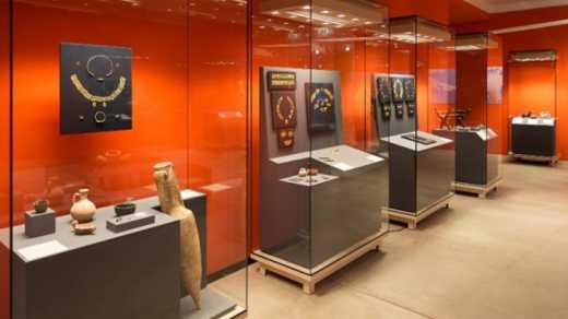 Российские оккупанты разворовали музей в Крыму