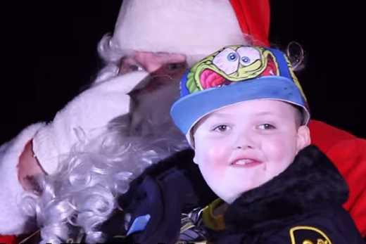 У Канаді ціле місто відсвяткувало Різдво раніше заради смертельно хворого хлопчика