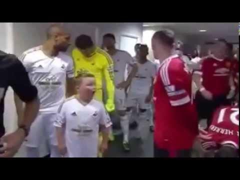 Дети в шоковом состоянии встретили звезд футбола