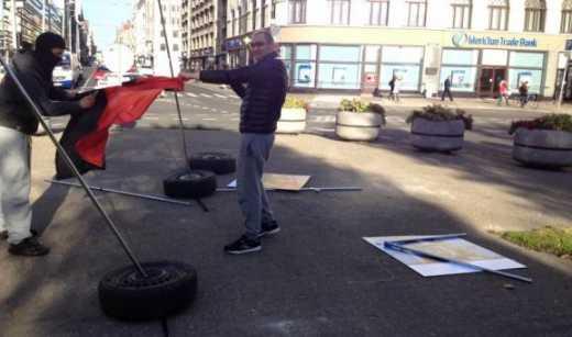 Російськомовні вандали у Ризі зруйнували виставку присвячену Майдану