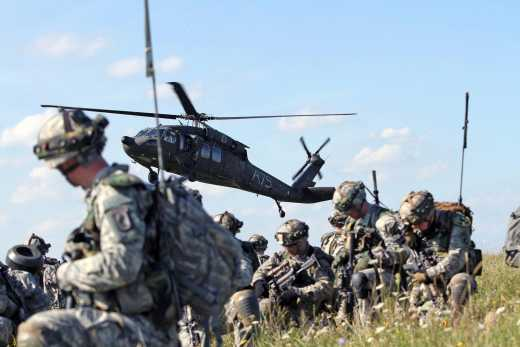 NATO стягує війська до кордону з Росією
